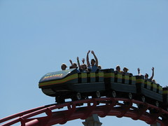 Mamba cresting an airtime hill (ParkThoughts) Tags: park amusementpark roll