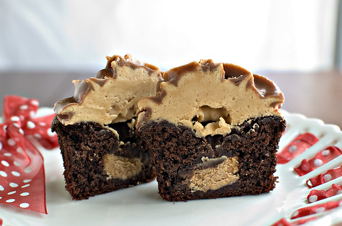 Cupcakes Take The Cake: Reese's peanut butter cup in the middle of a ...