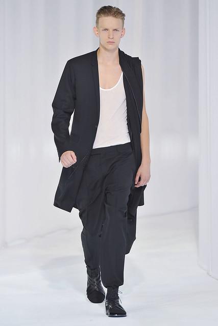 Christian Ochsenfahrt3024_SS11_Paris_Dior Homme(VOGUEcom)