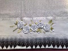 Toalha bordada (Arte Detalhes) Tags: artesanato bordados cetim toalhas artedetalhes