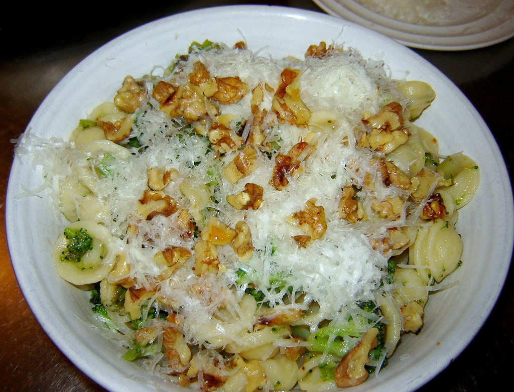Orechiette with Broccoli & Anchovy Sauce 4