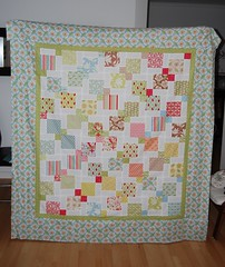 Verna Quilt Top - Disappearing 9-patch (SilviaLaGataConBotas) Tags: moda verna charmpack disappearing9patch whitesashing katespain