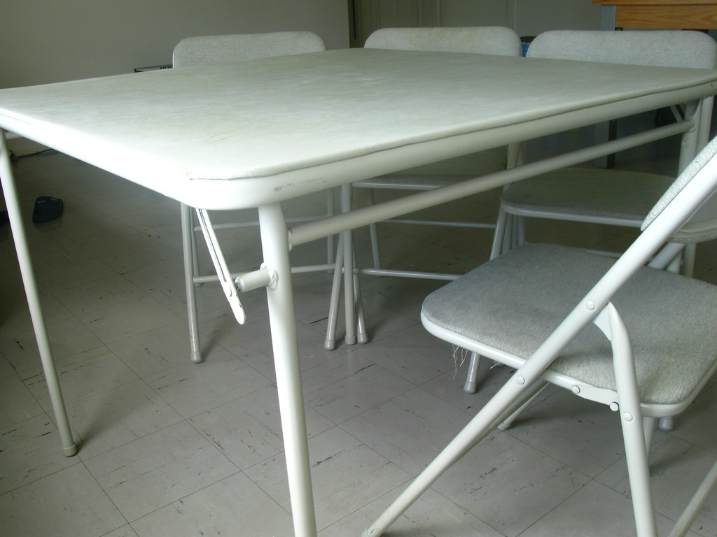 dining table with 4 chairs $30(Gone)