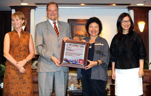 自由時報張忠義攝影陳菊市長特聘胡浩德代表為高雄對歐洲文化觀光大使