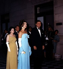 Jackie and John Kennedy (Famous Fashionistas (First)) Tags: 1960s 1962 johnkennedy jacquelinekennedy vintagefashion olegcassini 1960sfashion