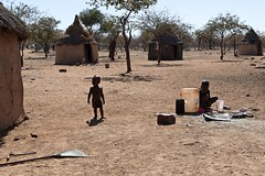 Village  Himba MG_0289 (photostudio63 photographe clermont ferrand) Tags: voyage africa travel people horizontal travels village desert gente african south culture tribal safari afrika tropic tribe ethnic circuit namibia personnes aout tribo gens 2010 himba africain capricorn afrique ethnology tribu africaine namibie tribus australe tropique tribue ethnie himbas photostudio63 photographeclermont63fr photostudio63fr photographeclermontferrand photographeclermont63com photostudiocom thierrytavares