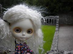 Eva in the ruins
