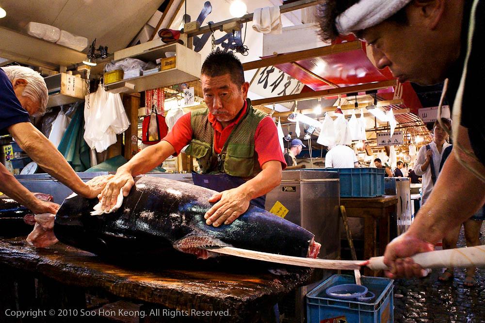 Cutting Fish @ Tsukiji Market, Tokyo, Japan