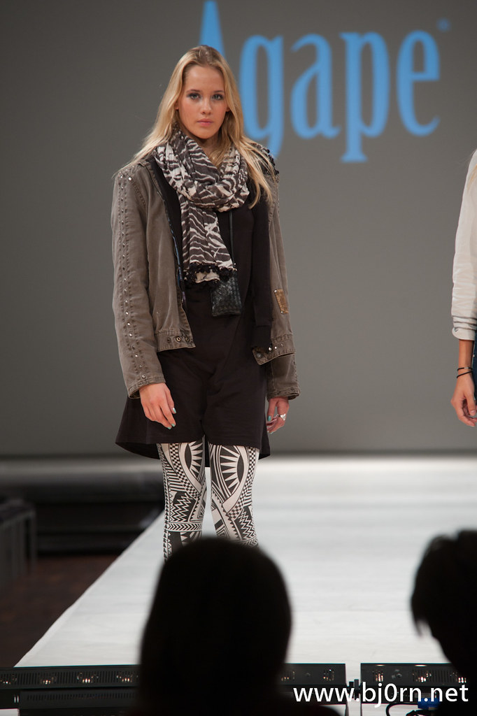Foto: Bjørn Christiansen, Pia Haraldsen for Agape, Oslo Fashion Week Fall 2010