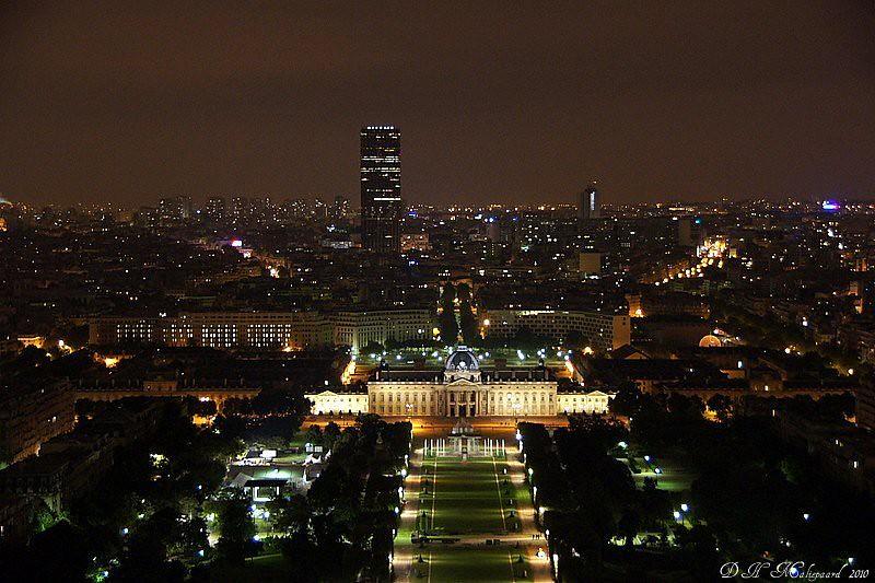 École Militaire en Tour Montparnasse vanaf de Eiffeltoren.