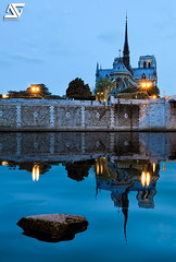 Notre-Dame (A.G. Photographe) Tags: paris france reflection seine sunrise nikon notredame cathdrale reflet reflect ag nikkor dame reflexion quai franais hdr parisian anto photographe xiii parisien 2470mm28 casimodo d700 antoxiii hdr5raw agphotographe