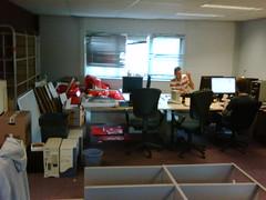 werken tussen de troep en de dozen (d-Tail Company) Tags: g company 24 pieter naar zaandam verhuizing dtail ghijsenlaan