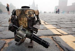 JEA Marine Bramble on the Red Square (thedot_ru) Tags: red geotagged toys robot marine russia moscow 3a bobby canon5d jae 2010 bramble squre wwr worldwarrobot threea 3atoys threeatoys jaemarine redsauqre