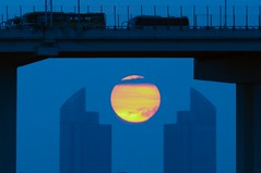 Sun Wrench (5ERG10) Tags: china bridge blue sunset red sky orange sun building sergio car yellow clouds composition truck ball circle nikon tramonto skyscrapers shanghai expo zoom blu horizon shapes august symmetry dot round handheld tele 中国 上海 nikkor slot sole distance far 日落 cina wrench fiery vite 2010 inglese d300 spanner 黄色 太阳 chiave 18200mm 蓝色 世界 博览会 shànghǎi zhōngguó nián amiti 2010年 5erg10 世界博览会 bólǎnhuì èrlíngyīlíng shìjìe