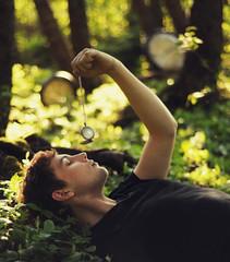 [フリー画像] 人物, 男性, 目を閉じる, 時計, 201006301700