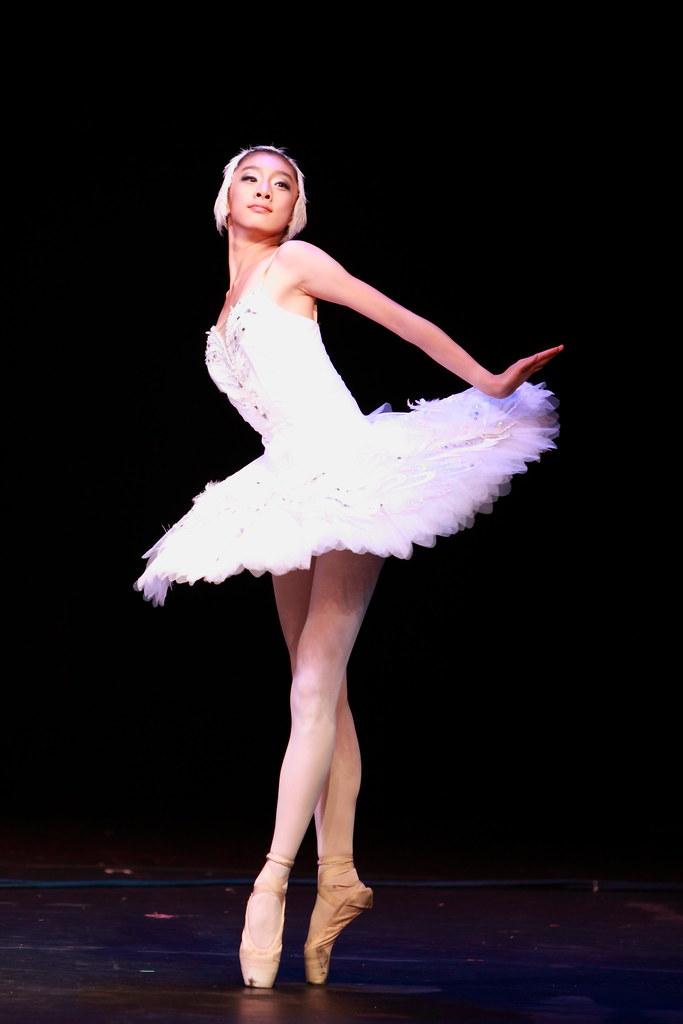 ballet dancers on stage - photo #7