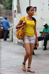 Street Fashion Yellow T-Shirt (vinylmeister) Tags: camera girls people colors yellow dominicanrepublic events year streetphotography places chicas santodomingo 2010 streetfashion photograpy urbanfashion otherkeywords nikond700 holidays2010 streetfashionyellowtshirt