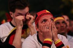 Sadness (Ricardo Nuno) Tags: world berlin cup public fan happiness pblico alegria euphoria frustration reactions emotions mile 2010 germans semifinal alemanes desilusion emociones fanmeile halbfinal deutschlandspanien reacciones germanyspain alemaniaespaa