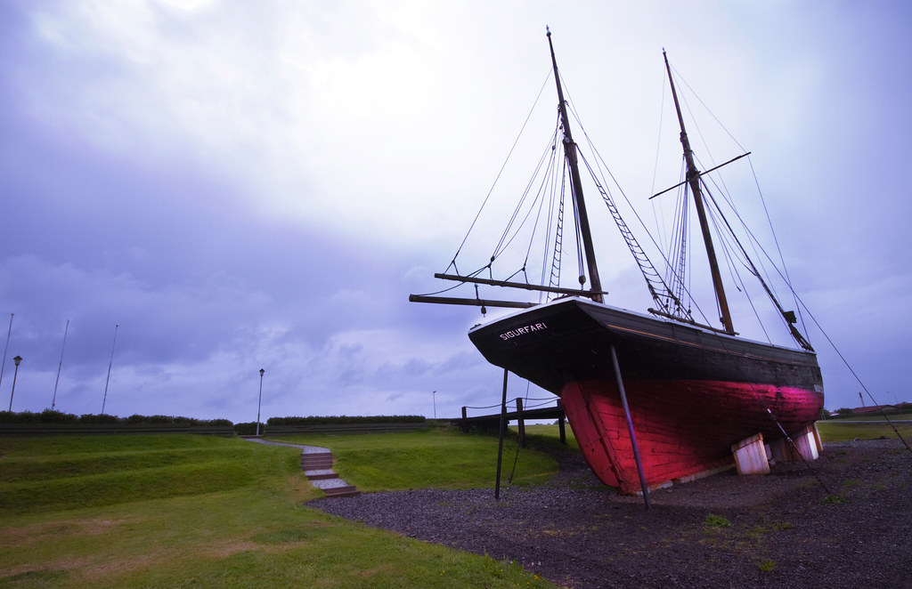 Cutter Sigurfari is the largest object in the Akranes museum's collection. The cutter is a 86-tons, twin-masted ship, built in England in 1885. In 1897 the cutter was bought by an Icelandic captain, Jón Jónsson. Later the same year, in September, Jón sold the cutter to Magnús, a carpenter from Hafnafjörður.