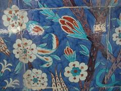 Rüstem Paşa Mosque (sftrajan) Tags: turkey ceramics islam türkiye istanbul mosque türkei mezquita ottomanarchitecture estambul islamicart izniktiles turkishart rüstempaşacamii mimarsinan rüstempaşamosque стамбул κωνσταντινούπολη истанбул ստամբուլ القسطنطينية rüstempaschamoschee mezquitaderüstempaşa