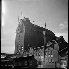 Hafen Kellinghusen (Der Ohlsen) Tags: bw 120 6x6 film analog mediumformat germany square deutschland harbour mf expired hafen schleswigholstein adoxgolf kellinghusen agfaisopanif