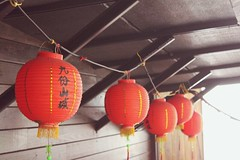 {A forgotten town} (foldedmemos) Tags: wood travel school red holiday misty canon town media traditional chinese foggy taiwan jade lanterns mysterious historical lantern lovely     studytrip backward chiufen 500d  jiufen rebelt1i