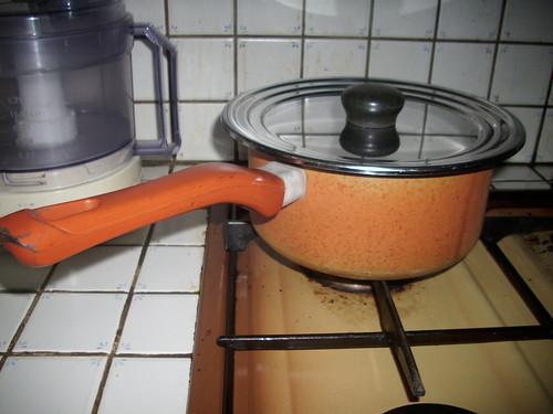 le riz cuit dans la casserole