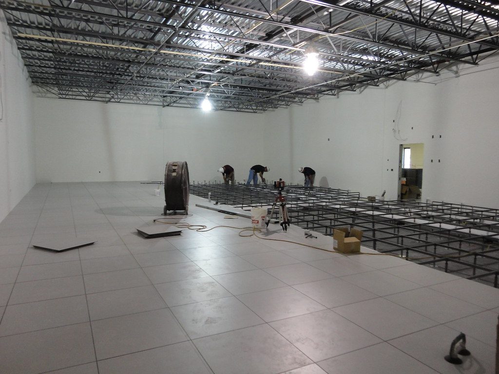 Data Center Raised Floor Installation