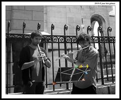 Msicos en Montmartre (jozulu, recargndome las pilas, pronto volver) Tags: cutout de jose montmartre luis 2008 vacaciones barrio gomez musicos pars dsct33 jozulu