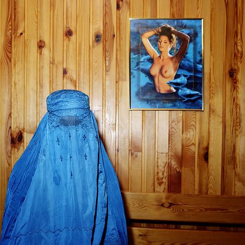 Burka, tarcza i pas cnoty