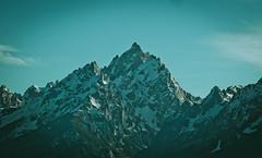 Tetons (rolandvarriale) Tags: mountains nature beauty nikon wyoming wy grandtetonsnationalpark d90 crickwasnthomesowehadtokeepgoing