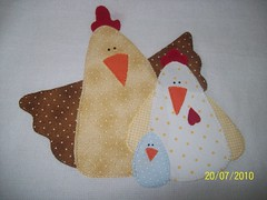 Pano de Pratos com aplicao (Ana P de Pano) Tags: baby natal artesanato biscuit fuxico beb patch patchwork artes bero pintura caderno mquina tecidos galinhas enfeite borda costura botes paninhos pan forrados