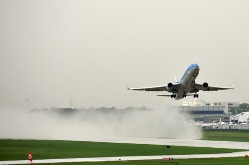 décollage après la pluie