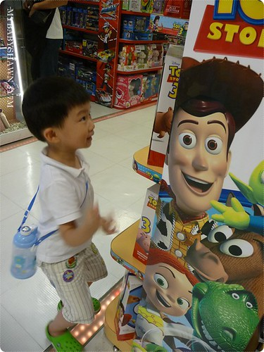 看到玩具總動員開心的手足舞蹈