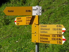 Wegweiser Spiggengrund (BE 1`1??m) in den Alpen - Alps im Berner Oberland im Kanton Bern in der Schweiz (chrchr_75) Tags: mountains alps nature del landscape schweiz switzerland site suisse map hiking swiss natur plan du berge trail bern alpen christoph svizzera lauterbrunnen mappa oberberg landschaft berne wandern berner sito berna hikingtrail wanderung tafel wanderweg oberland lger 1007 wegweiser suissa markierung grtschalp standort kiental kanton chrigu wanderwege kantonbern brn wanderwegweiser chrchr schwalmere hurni chrchr75 chriguhurni wanderwegmarkierung bernerwanderwege standorttafel sidkarta sivustokartta albumstandorttafelsammlung spaltenhorn gltsch spiggengrund hurni100731