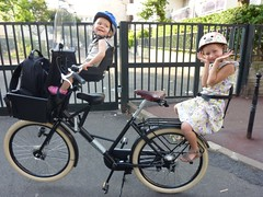Fr8 from Workcycles with 2 children - jepedale.com (s_levaillant) Tags: paris bike transport enfant vlo familial fr8 utilitaire workcycles jepedalecom