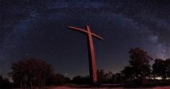 Cruz de la Quebrantada y Vía Láctea (dnieper) Tags: españa spain cruz panoramica nocturna león víaláctea vegasdelcondado