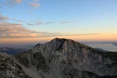 . (Ferra_) Tags: canon lago eos garda erba verona cielo monte prato montagna ferra baldo 450d simoneferrarini