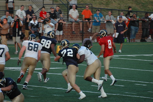 Rodger Saffold handles Chris Long