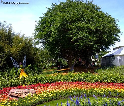 04242010285-WDW-EPCOT-topiary-fairies