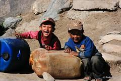 Enfant Zanskari (L'Abominable Homme de Rires) Tags: travel boy portrait india smile montagne trekking trek canon children asia child young zanskar himalaya leh ladakh randonne