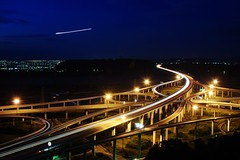 Look , falling star ... oh~no~~   it's airplane  .......~~ (Ming - chun ( very busy )) Tags: light night nikon nightshot d70 taiwan freeway taichung expressway    carlight