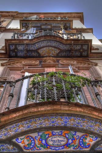 Sevillian balcony. Balcón sevillano.