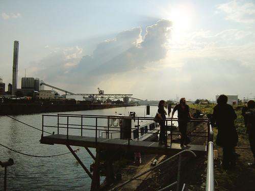 Ausstellungsschiff Schute Vita im Offenbacher Hafen. August 2010