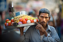 India #70 - home delivery (zane&inzane) Tags: street travel people food india man nikon shot bokeh indian documentary delivery grab hindu seller jaipur d3 hindi rajasthan 135mm 135f2 135f2dc