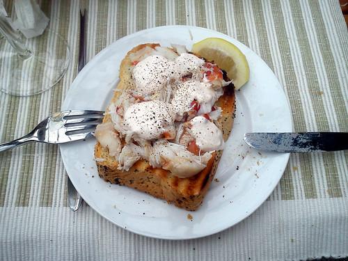 Ristet brød med krabbekløer