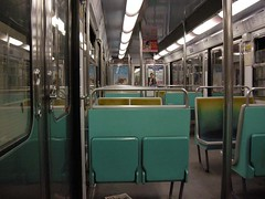 Métro - 30 (Stephy's In Paris) Tags: paris france underground subway nikon metro métro francia stephy métroparisien métropolitain métrodeparis stephyinparis coolpixp5100 nikoncoolpixp5100
