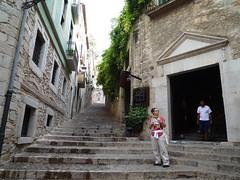 HISTORIC JEWISH QUARTER - GIRONA - SPAIN - 2009 - P1010618 RET RED (Trujinauer) Tags: call girona barriojudio historicjewishquarter