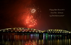 Happy new year 2011 (DulichVietnam360) Tags: voyage travel bridge night firework vietnam pont tet nuit hue lunarnewyear rveillon 2011 vitnam trangtien m hu cu tt xun huecity giaotha phohoa m30 cutrngtin bonjourvietnam dulichvietnam360 villedehu nouvelanlunaire trnthiha cutrngtin mtrtch