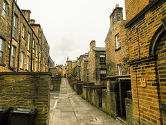 223-  Saltaire - Back Yards and alley way (1 of 1) (md2399photos) Tags: 2jun17 almshouses davidhockney robertspark saltaire saltaireunitedreformedchurch saltsmill victoriahall